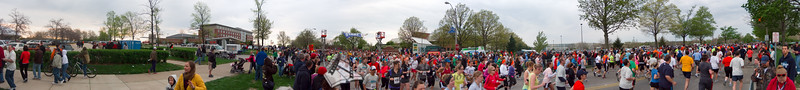 p72-1-p72-8half.jpg  Illinois Marathon 2011 Starting Line