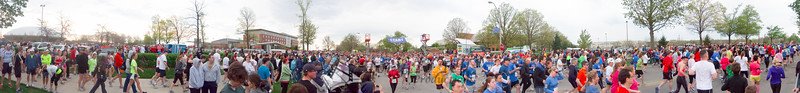 p28-1-p28-8half.jpg  Illinois Marathon 2011 Starting Line