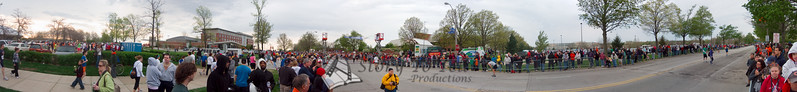 p38-1-p38-8half.jpg  Illinois Marathon 2011 Starting Line