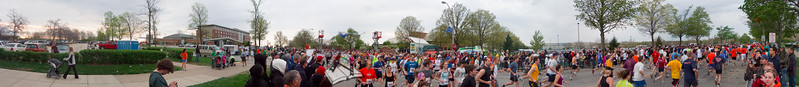 p46-1-p46-8half.jpg  Illinois Marathon 2011 Starting Line