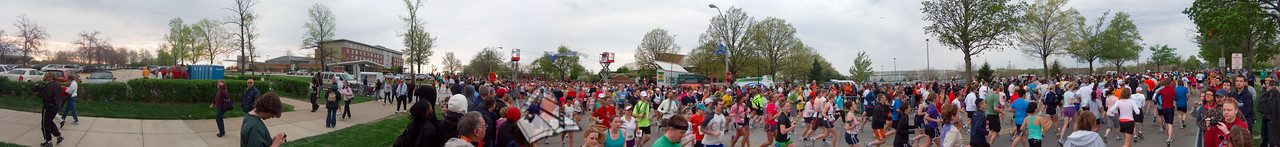 p58-1-p58-8half.jpg  Illinois Marathon 2011 Starting Line