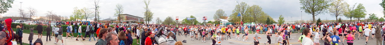 p19-1-p19-8half.jpg  Illinois Marathon 2011 Starting Line