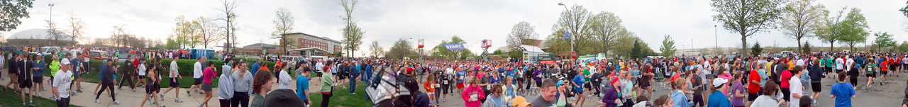 p32-1-p32-8half.jpg  Illinois Marathon 2011 Starting Line