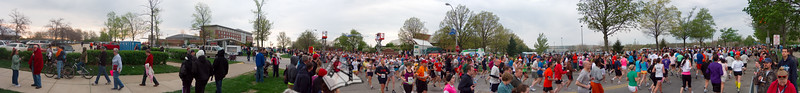 p70-1-p70-8half.jpg  Illinois Marathon 2011 Starting Line