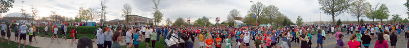 p35-1-p35-8half.jpg  Illinois Marathon 2011 Starting Line