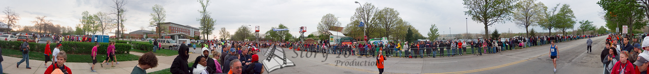 p40-1-p40-8half.jpg  Illinois Marathon 2011 Starting Line