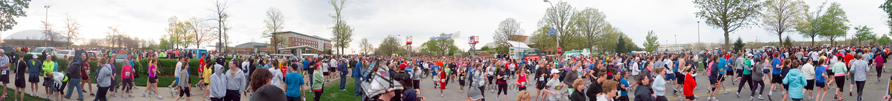p30-1-p30-8half.jpg  Illinois Marathon 2011 Starting Line