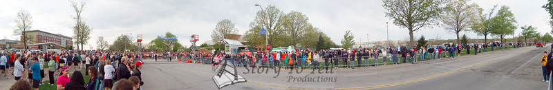 p23-1-p23-8half.jpg  Illinois Marathon 2011 Starting Line