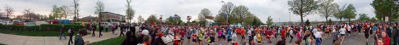 p57-1-p57-8half.jpg  Illinois Marathon 2011 Starting Line