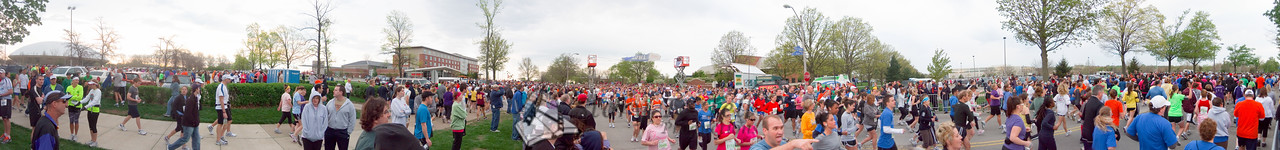 p31-1-p31-8half.jpg  Illinois Marathon 2011 Starting Line