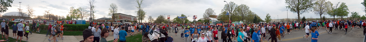 p37-1-p37-8half.jpg  Illinois Marathon 2011 Starting Line