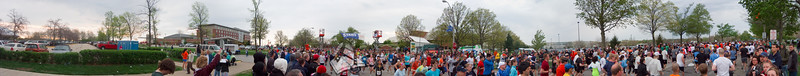 p49-1-p49-8half.jpg  Illinois Marathon 2011 Starting Line