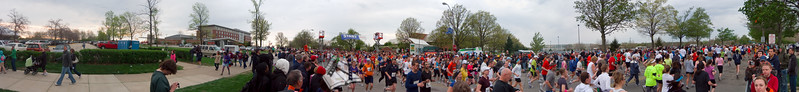 p53-1-p53-8half.jpg Illinois Marathon 2011 Starting Line