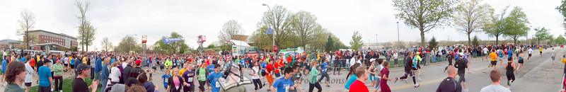 p26-1-p26-8half.jpg  Illinois Marathon 2011 Starting Line