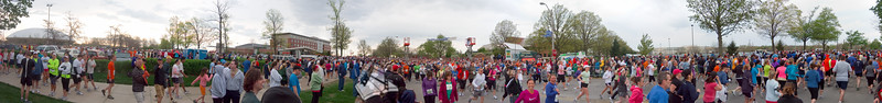p33-1-p33-8half.jpg  Illinois Marathon 2011 Starting Line