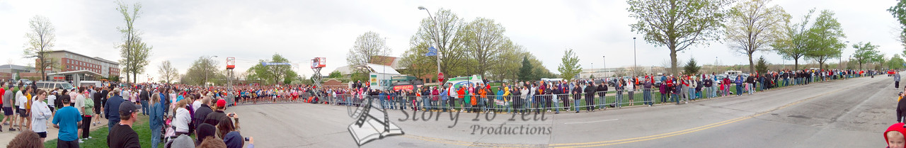 p25-1-p25-8half.jpg  Illinois Marathon 2011 Starting Line