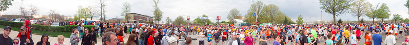 p15-1-p15-8half.jpg  Illinois Marathon 2011 Starting Line