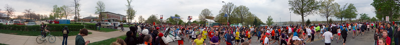 p55-1-p55-8half.jpg  Illinois Marathon 2011 Starting Line