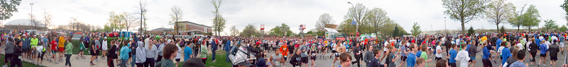 p29-1-p29-8half.jpg  Illinois Marathon 2011 Starting Line