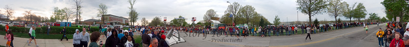 p39-1-p39-8half.jpg  Illinois Marathon 2011 Starting Line