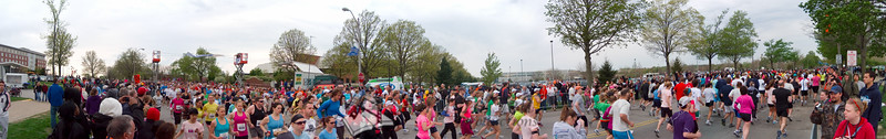p65-1-p65-8half.jpg  Illinois Marathon 2011 Starting Line