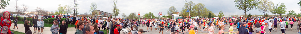 p17-1-p17-8half.jpg  Illinois Marathon 2011 Starting Line