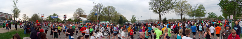 p73-1-p73-8half.jpg  Illinois Marathon 2011 Starting Line