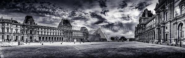 Le Louvre in B/W ...