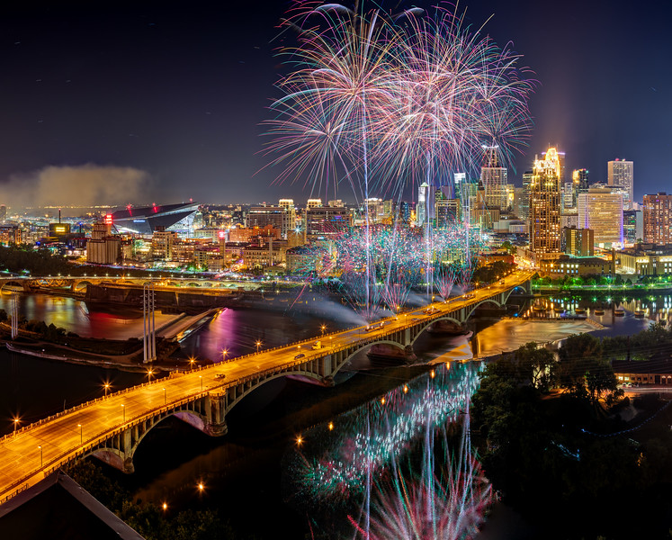 Minneapolis Aquatennial 2017 Fireworks - Panorama