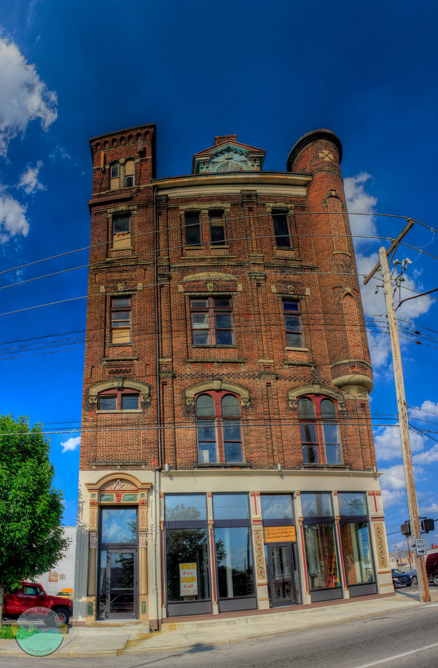 What up York<br /> (May 2) York Street, Newport, Kentucky.  Was driving around running errands and took a vertical panoramic of where my brother use to live.  I am sure he can tell you how many stairs it was to the top (a lot).  5 shot panoramic of the building.