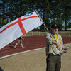 Un chef DPSG avec son drapeau