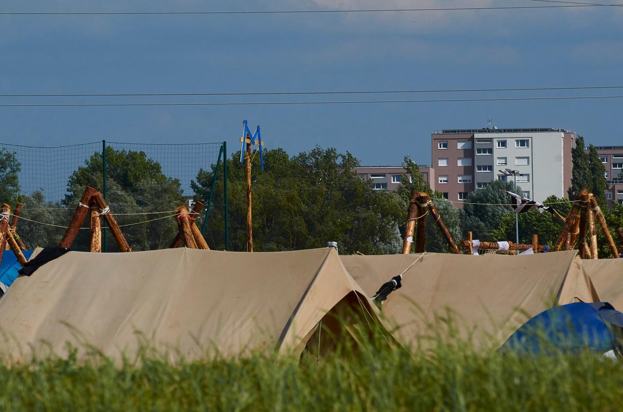 Un camp proche des citées