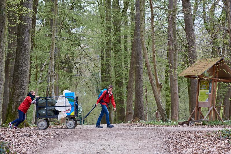 Pionniers et caravelles partant camper
