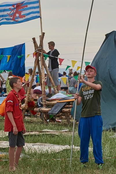 Vérification de la faitière d'une tente