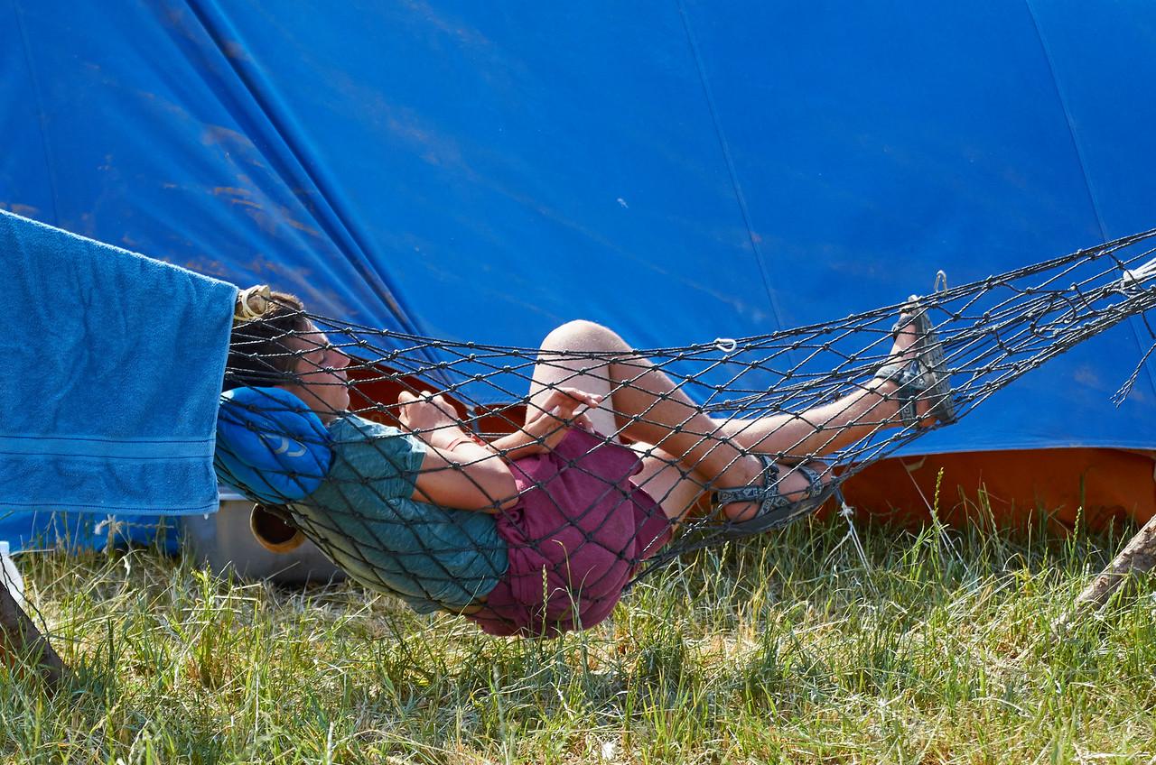 Ce scout israëlien se repose dans son hamac
