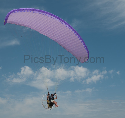 Folks Parachute Flying in 2013