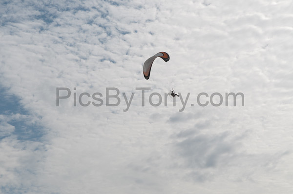 Folks Parachute Flying on  Oct 31,  2015
