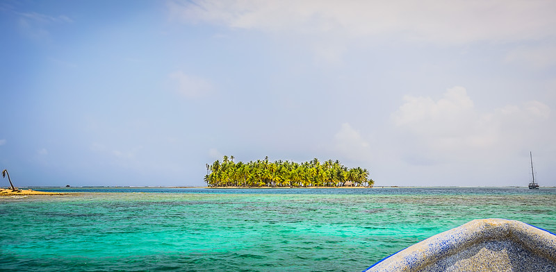Approaching Paradise Island By Messagez.com