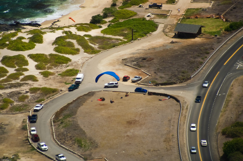 Paragliders  and Hang Gliders over Makapuu-35
