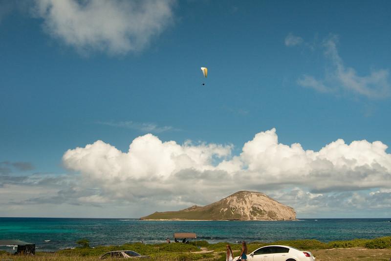 Paraglider landings at Kaupo Beach Park-1