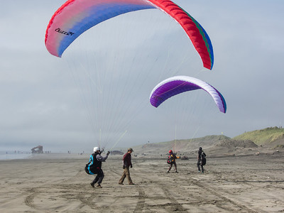 More practice of kiting control on the beach.  Wreck of the Peter Iredale in the background.