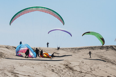 The dune swarms with students and pilots