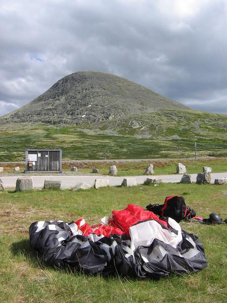 Landing midt på Ringebufjellet etter start i Heidal