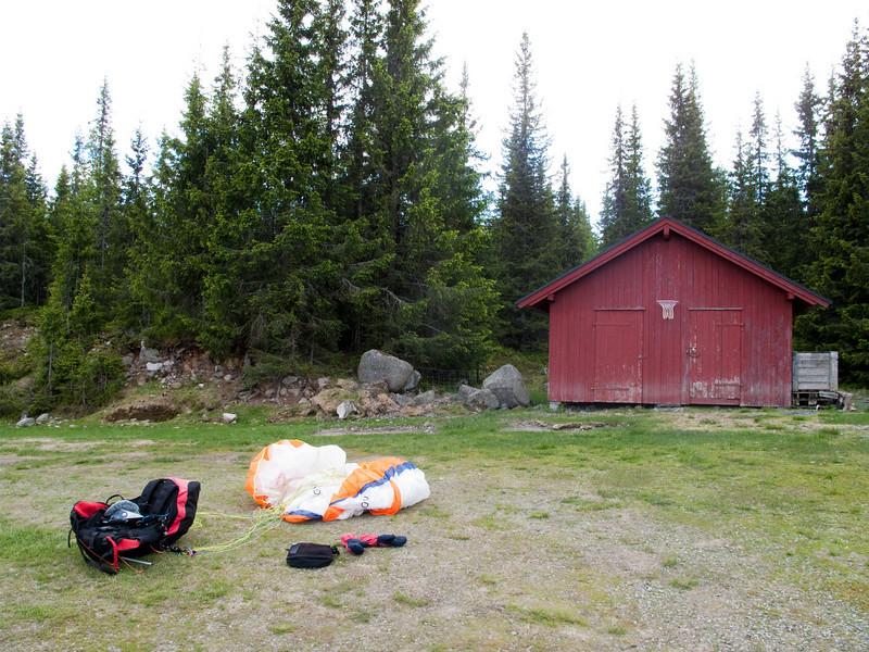 Landing på fjellet, 30 km fra Brumunddal. 135 km fra Vole og ny pers i fridistanse.