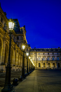 Line of lights at the Louvre