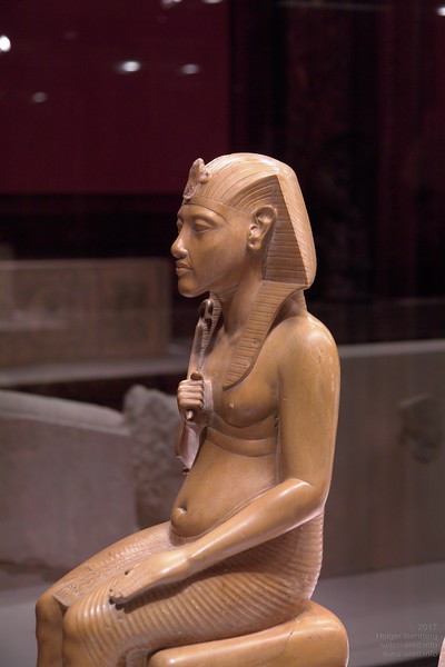 Natural body shape of Akhenaten style.