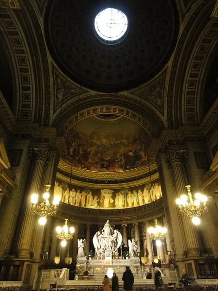La Madeleine. Inner design repeats a roman bath.