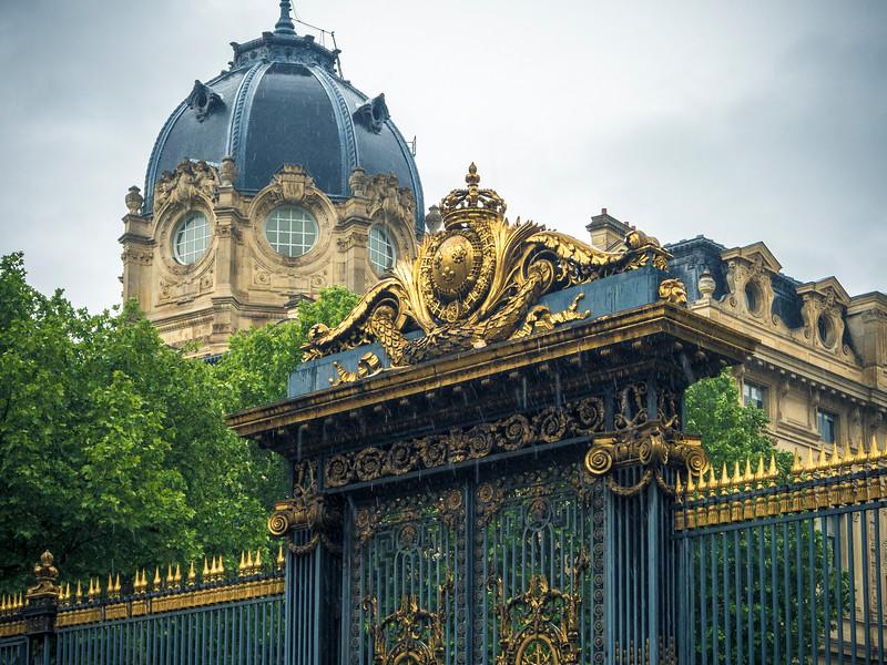 Palais de Justice Paris Golden gate and dome