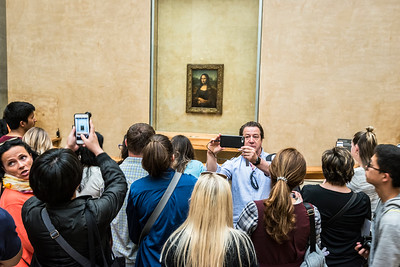 Mona Lisa admired at the Louvre