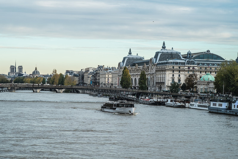 The square sits on the right bank of the river Seine.